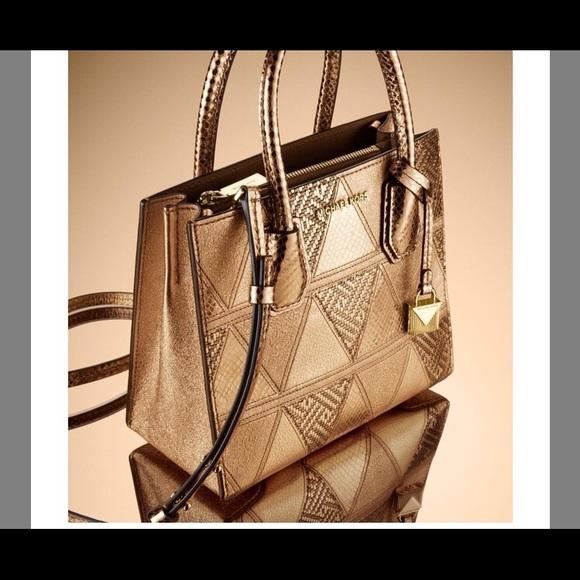 647d255b156904 Michael Kors Mercer Metallic Medium Messenger Bag.  M_5b4005e85c445235abe7334a